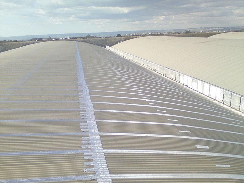 Reparos em telhados industriais